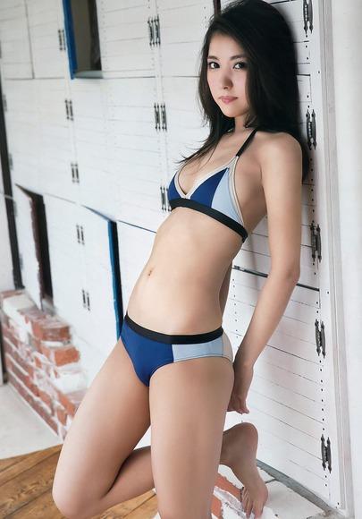 石川恋のふともも画像004