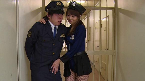 吉沢明歩の婦警コスセックス画像013