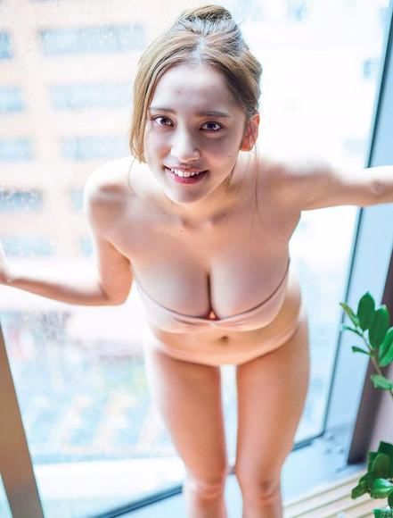180807都丸紗也華のエロ画像011