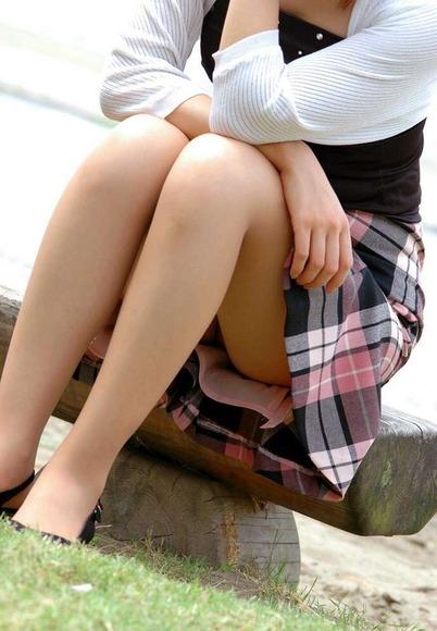 panty in skirt016