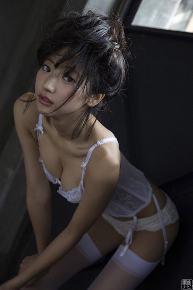 170822武田玲奈の過激グラビア画像007