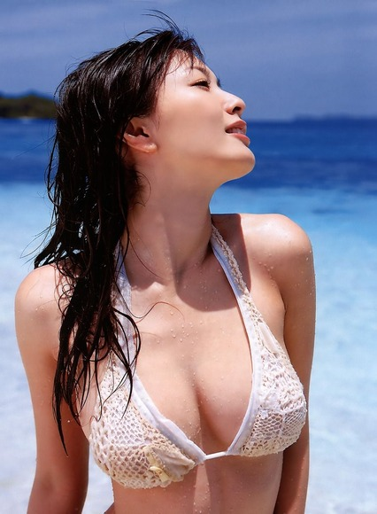 美女オンザビーチ011