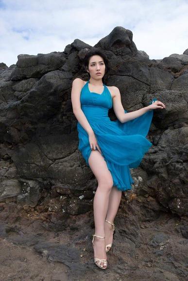 今野杏南 青いドレスのグラビア画像008