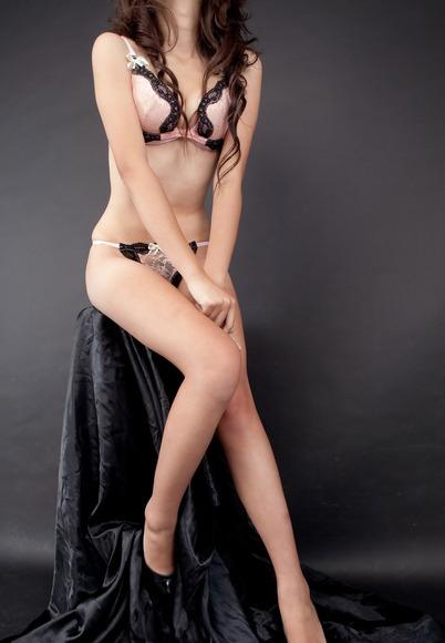 ピンクと黒の下着姿の完璧ボディお姉さんのエロ画像014