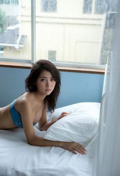 石川恋の下着姿グラビア画像011