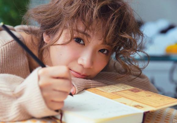 200403秋元真夏の大人セクシー画像006