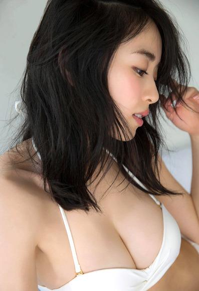161210泉里香のエロ画像008