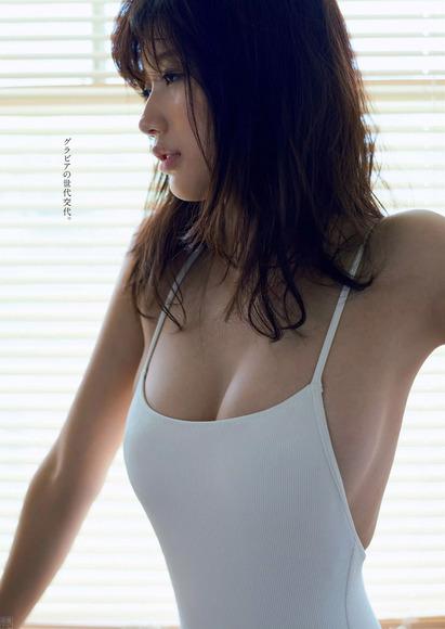 170708小倉優香のエロ水着画像002
