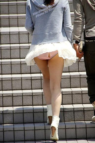 panty in skirt017