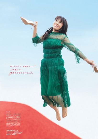 逢田梨香子のグラビア画像018