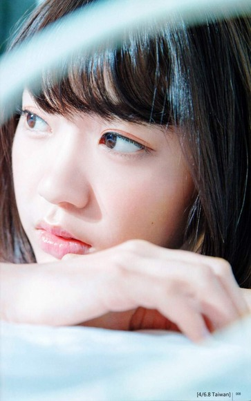 HKT宮脇咲良のグラビア画像020
