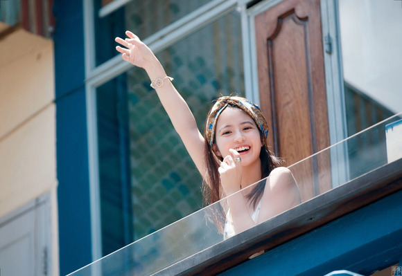 200211今田美桜の水着グラビア019