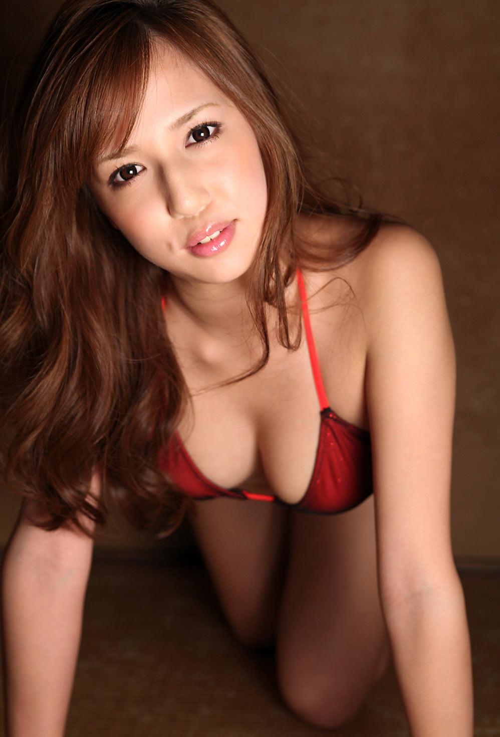 人気巨乳グラドル丸高愛実(21)のお宝セミヌード画像画像8