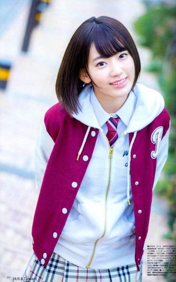 HKT宮脇咲良のグラビア画像026