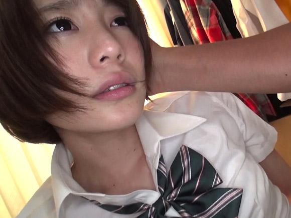 制服姿が可愛すぎて美少女っぷりが際立つ鈴村あいり