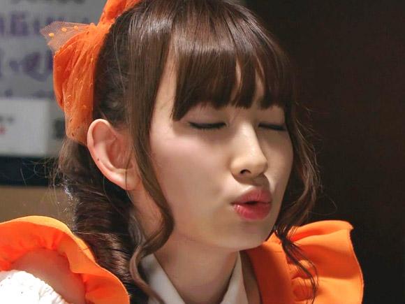 小嶋陽菜のキス顔