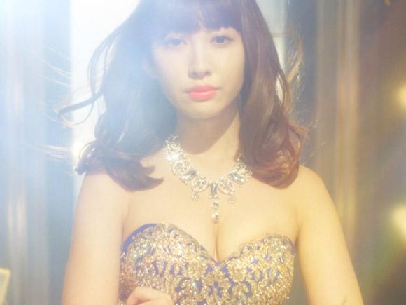 AKBグループの豪華メンバーが派手な胸出しドレスで出演する神ドラマでこじはるが神乳露出で大活躍