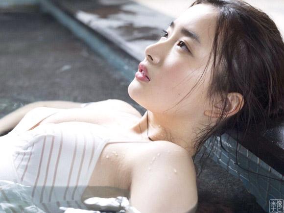 安倍乙(18) 石原さとみ似と話題の巨乳美女が衝撃の水着デビュー。