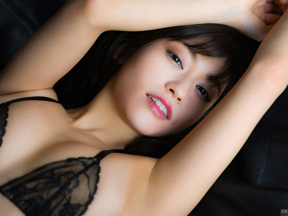 18072大澤玲美のエロスな黒下着画像016