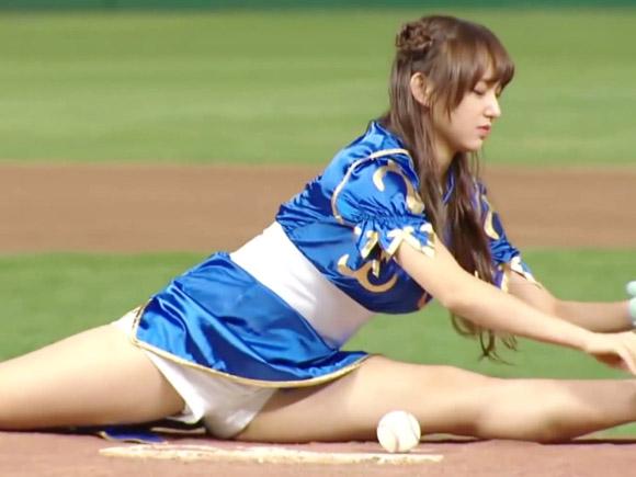 宇宙少女・ソンソ(18)が始球式でパンツ丸出し