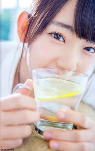 HKT宮脇咲良のグラビア画像024