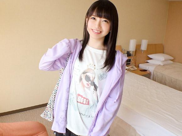 19歳アイドル系ガチ美少女