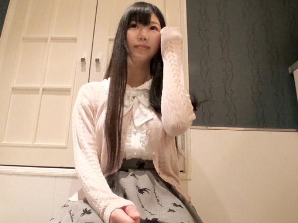 黒髪ロングで清楚なお姫様系美少女。実は地下アイドルとして活動中だそうです
