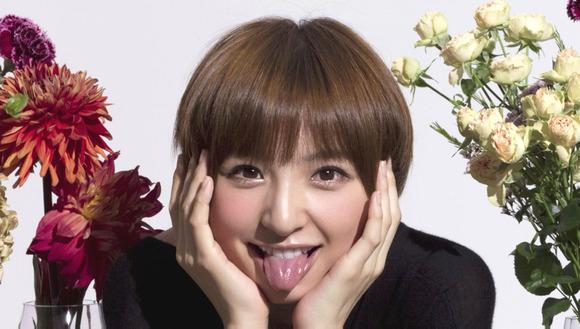 篠田麻里子の舌フェチな擬似フェラ画像001
