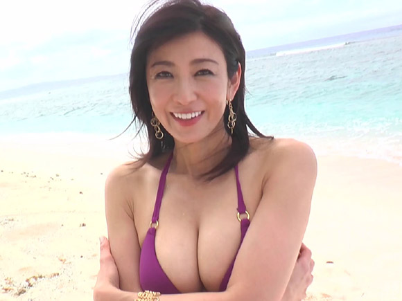 ダイナマイトボディーの美魔女グラドル 中島史恵さん2