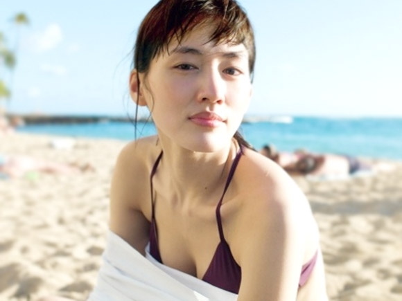 綾瀬はるか(31) 2年ぶりビキニ写真!