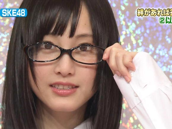 SKE48松井玲奈のメガネ姿