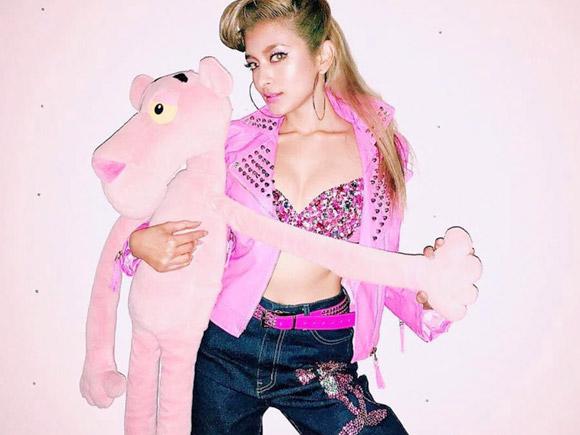 インスタで大胆なセクシー写真をガンガン投稿するローラ