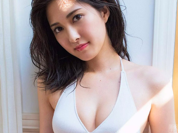 北川みこ(21) 業界大注目の超絶美脚レースクイーン