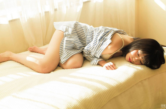 200707宮内凛のグラビア画像002