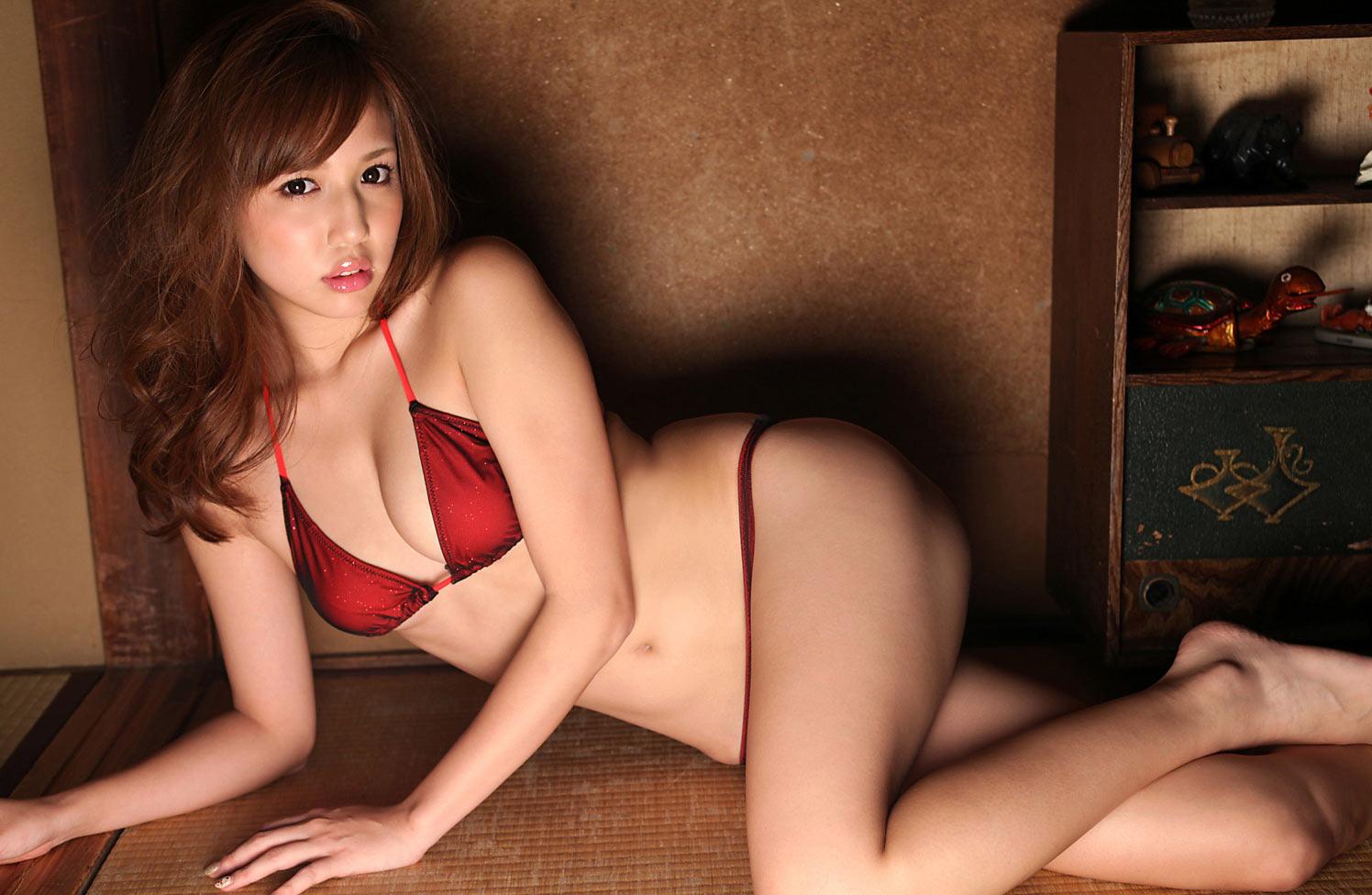 人気巨乳グラドル丸高愛実(21)のお宝セミヌード画像画像7