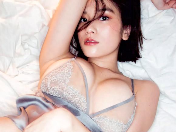 透け気味で過激なパンティと爆乳がセクシーな筧美和子