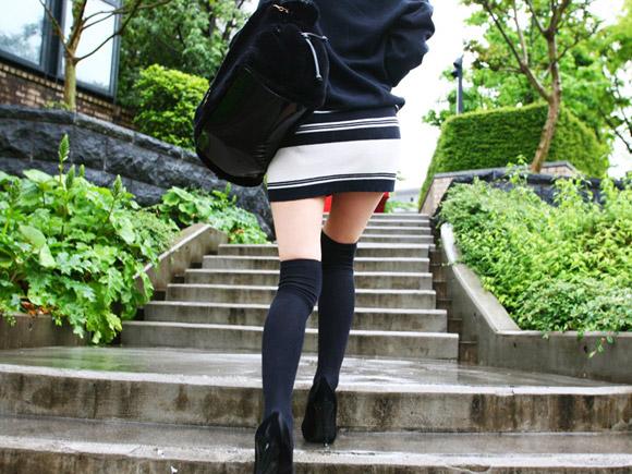 大学生のニーソ画像