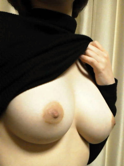 girl_showing_tits_pic031