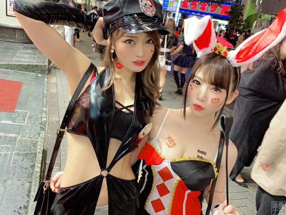 渋谷で目立ってたエロエロコスプレギャル2人