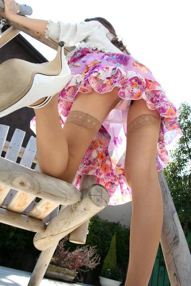 panty in skirt003
