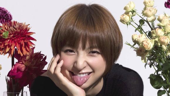 篠田麻里子の舌フェチな擬似フェラ画像002