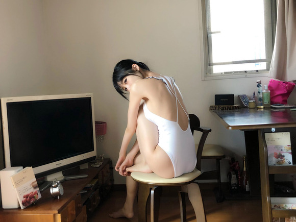 200127横野すみれの水着グラビア画像007