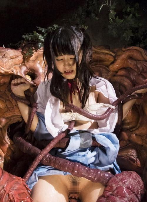 【触手姦エロ画像】生々しく蠢く触手に犯される女の子達の卑猥な姿にフル勃起!