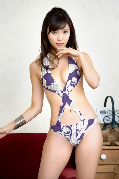 紫色のセクシー水着で露出度が高い吉木りさ002