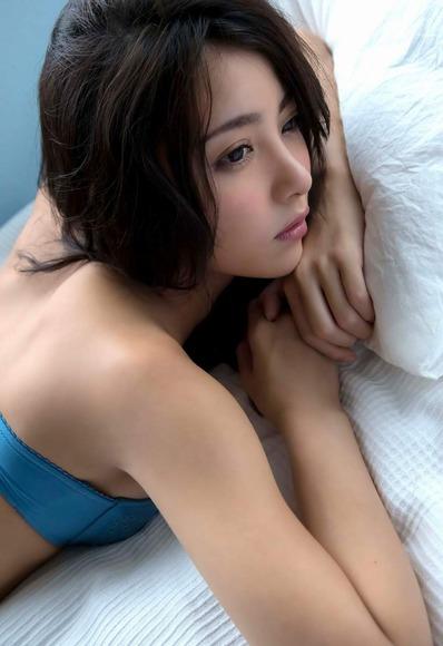 石川恋の下着姿グラビア画像013