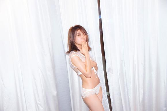200520秋元真夏001