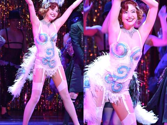 主演ミュージカル・キャバレーで大胆過ぎる下着姿で大開脚したりセクシーなダンスをしたり。女優として大活躍中の長澤まさみが自身の身体を惜しげもなく大露出。
