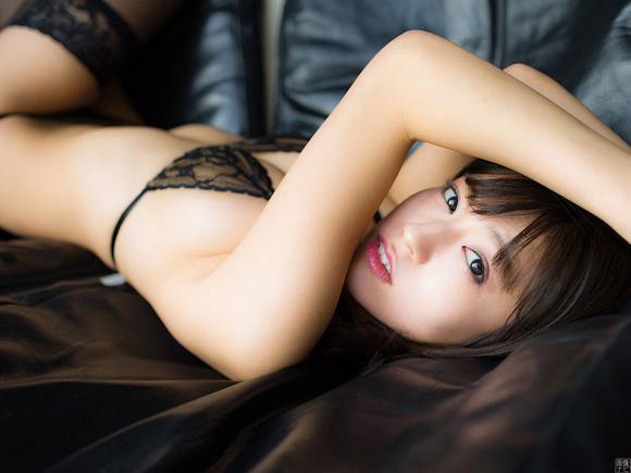 18072大澤玲美のエロスな黒下着画像015