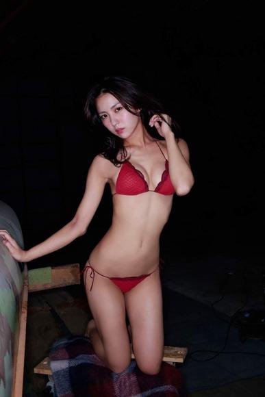 石川恋のグラビア画像007