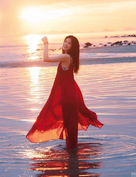 200211今田美桜の水着グラビア023